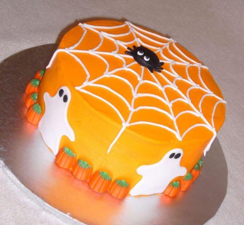 Simple Halloween Cakes  This is a cute Halloween cake Halloween