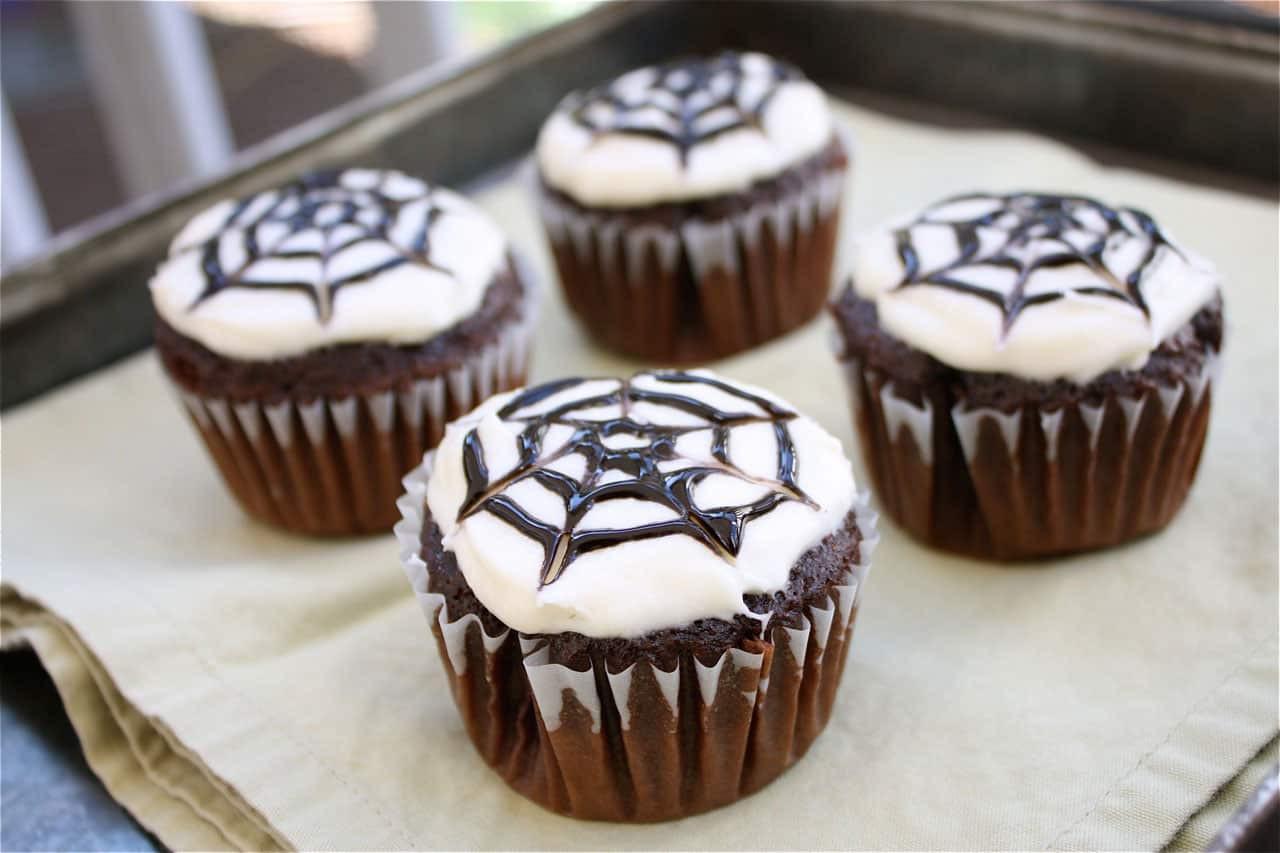 Simple Halloween Cupcakes  10 EASY HALLOWEEN CUPCAKES TO MAKE
