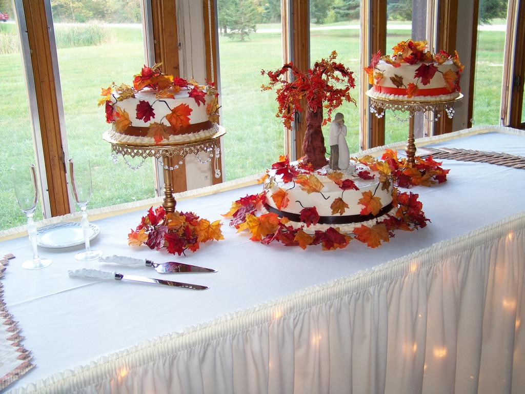 Small Fall Wedding Cakes  22 Awesome Wedding Cakes For A Fall Wedding