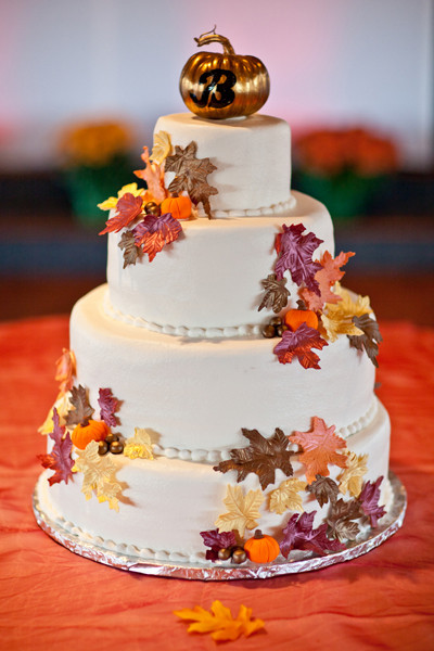 Small Fall Wedding Cakes  Wedding Themes Fall Weddings