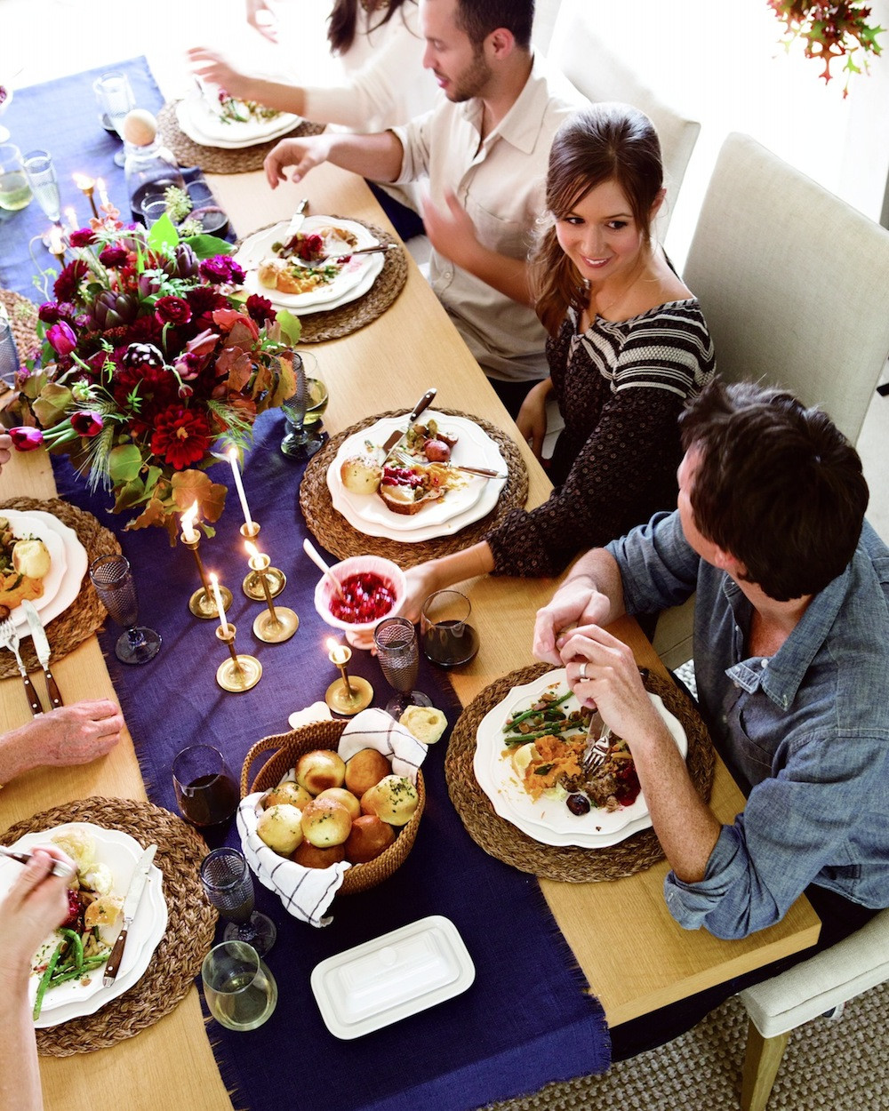 Small Thanksgiving Dinner  3 Easy Small Space Thanksgiving Dinner Seating Tips from