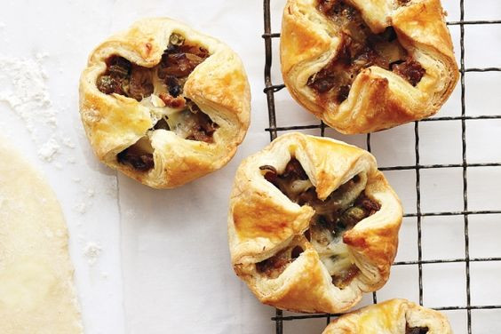 Thanksgiving Cold Appetizers  Mini Leek and Bacon Pies