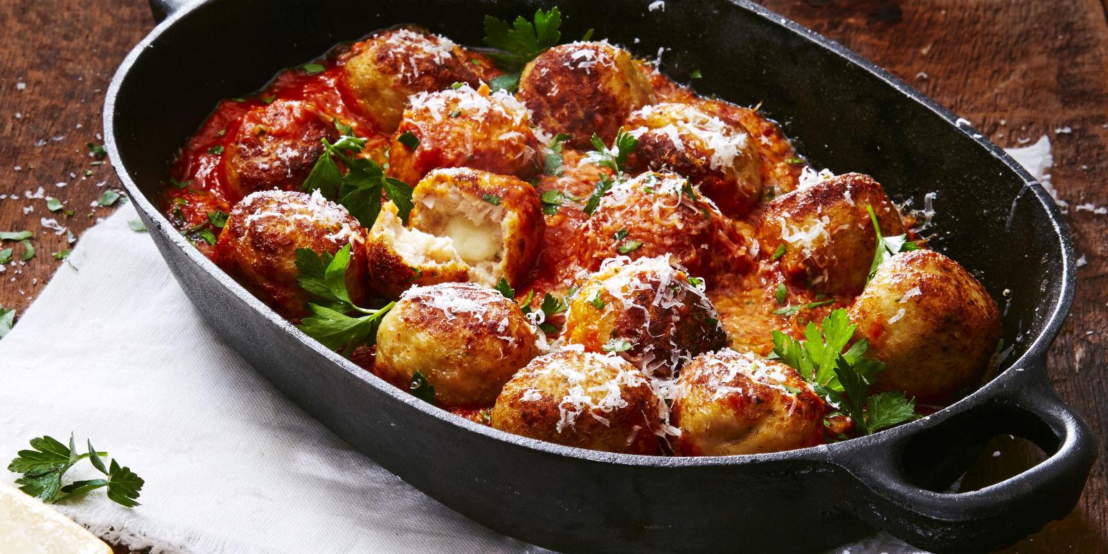 Thanksgiving Turkey Meatballs  Mozzarella Stuffed Turkey Meatballs