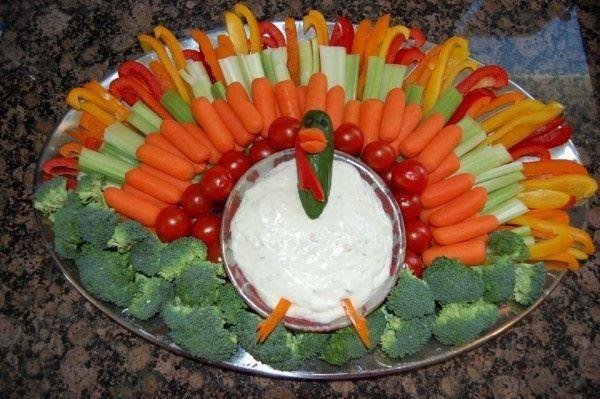 Thanksgiving Turkey Veggie Tray  Yummy Cute and Fun Thanksgiving Day Ideas
