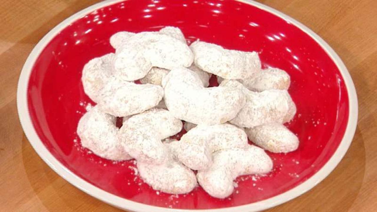 Trisha Yearwood Christmas Cookies  Trisha Yearwood s Crescent Cookies