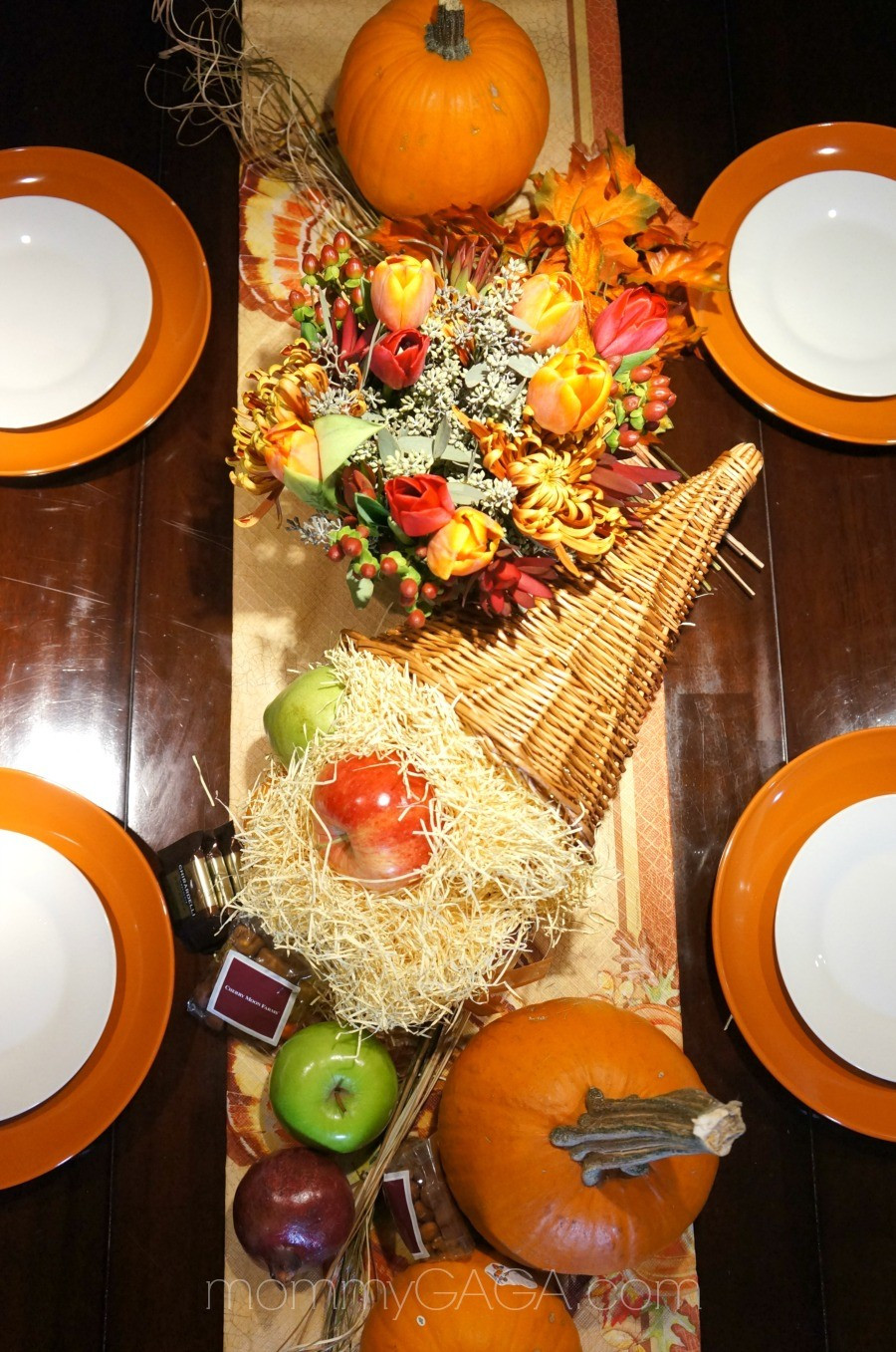 Turkey Designs For Thanksgiving  DIY Thanksgiving Tablescapes Decorating With A Floral