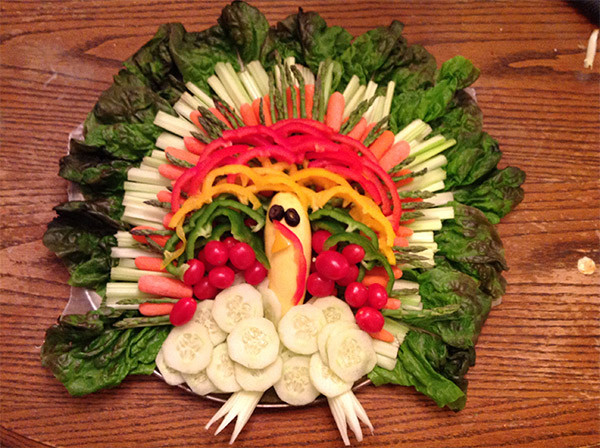 Turkey Veggie Platter For Thanksgiving  5 Creative Ve able and Fruit Turkey Platters Ecorazzi