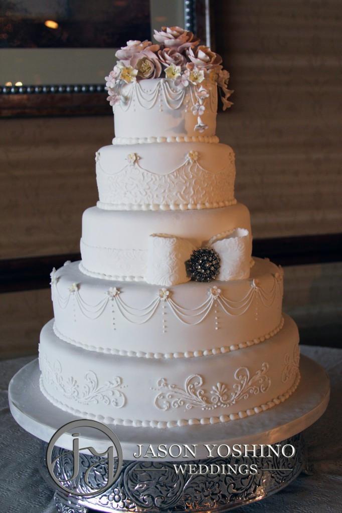 Wedding Cakes Sioux Falls  Sioux Falls Wedding DJ recaps a Wedding at the Holiday Inn
